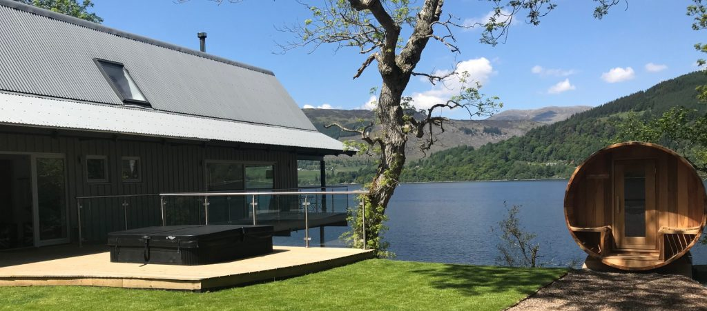 Boathouse Lodge with Hot Tub at Loch Tay in Scotland